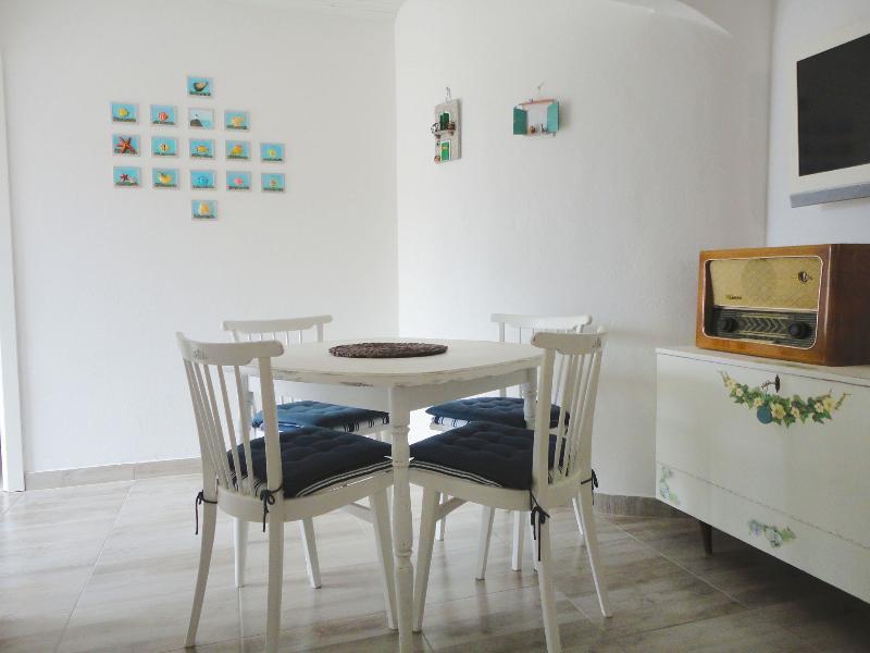 A2(4): interior