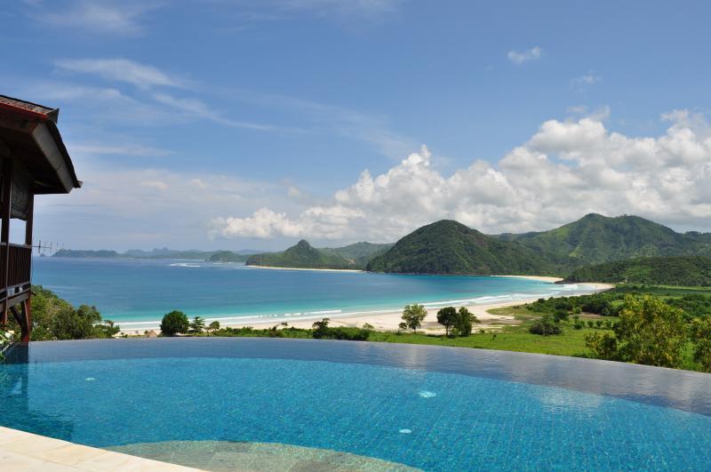 Villa Atas with view over Selong Belanak beach