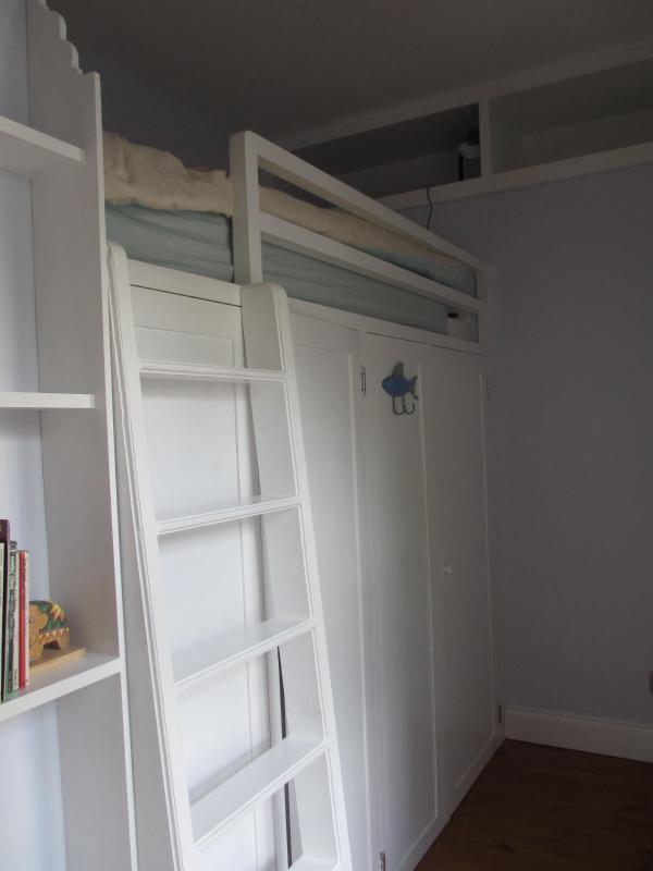 Bunk bed in single room