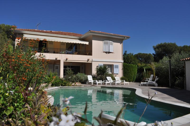 APPARTEMENT T3 dans villa avec piscine , prox mer, holiday rental in Saint-Raphael