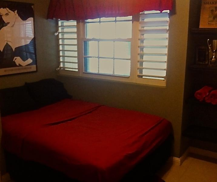 'CHEEZ DON BREAD' Apt. On Long Beach Barbados, vacation rental in Oistins