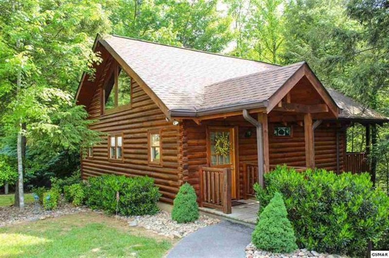 Cozy, private, romantic log cabin