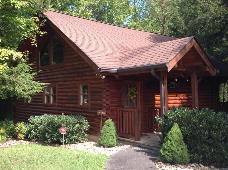 Charming, one bedroom studio private honeymoon cabin