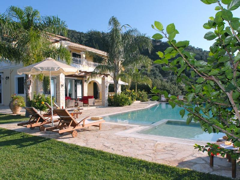 Watchtower House, Family-Friendly Prime Located, holiday rental in Barbati