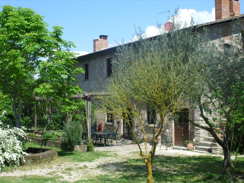 Casale Piantata Country house with pool 70 km Rome, vacation rental in Attigliano