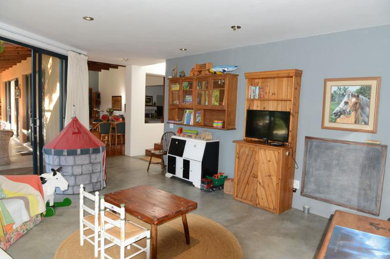 Childrens play area and TV room