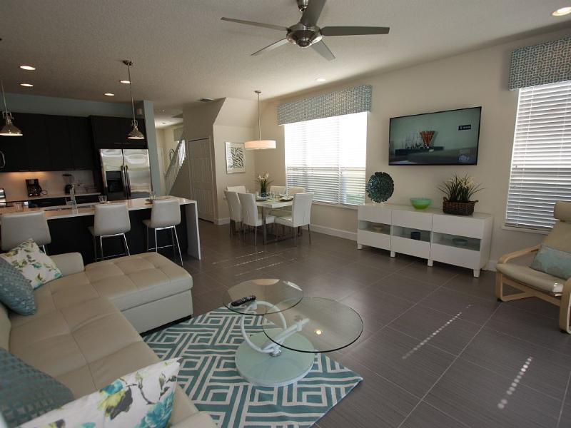 Deluxe Townhome, plus pool area TV!, vacation rental in Clermont