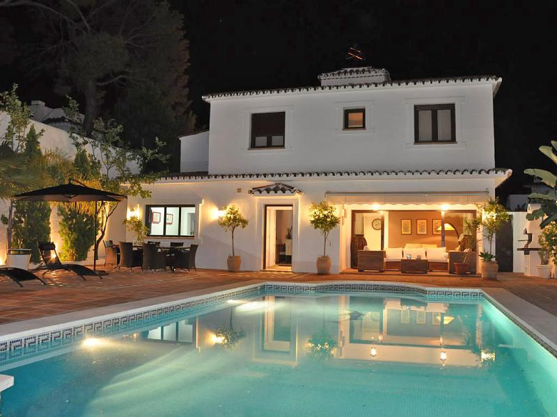 Romantik lighting by night in the town of Marbella. All what you need is within walking distance