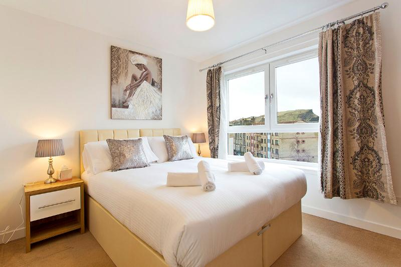 Master bedroom with en suite ,1 king size bed or 2 single beds