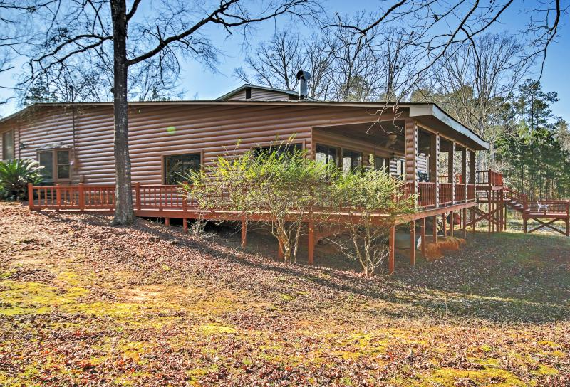 Enjoy a relaxing retreat at this Lincolnton vacation rental house!