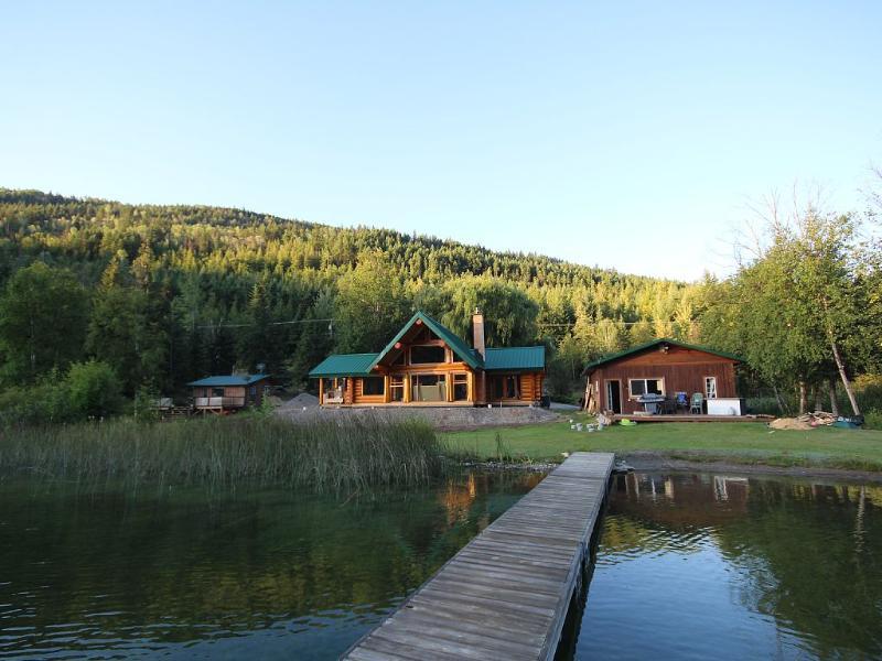 Boating, swimming, skating, fishing and horseback, casa vacanza a Kamloops