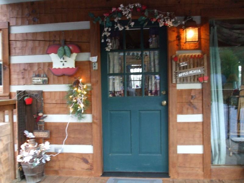 A welcoming entrance door just waiting for you.