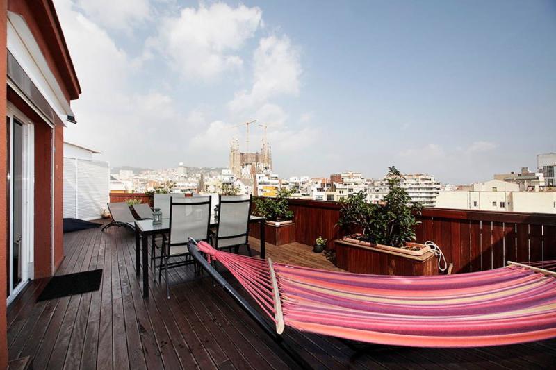 Large terrace with Sagrada Familia views