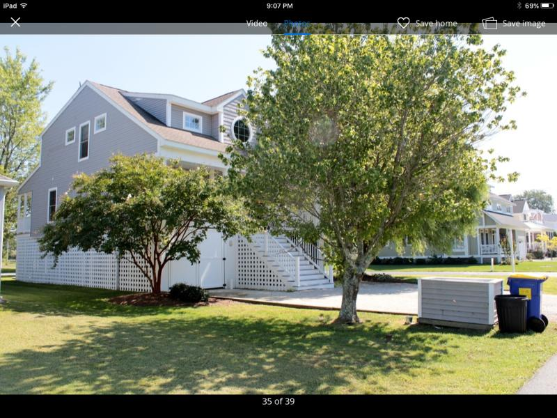 Ideally located 3 blocks to beach, boardwalk and Town center