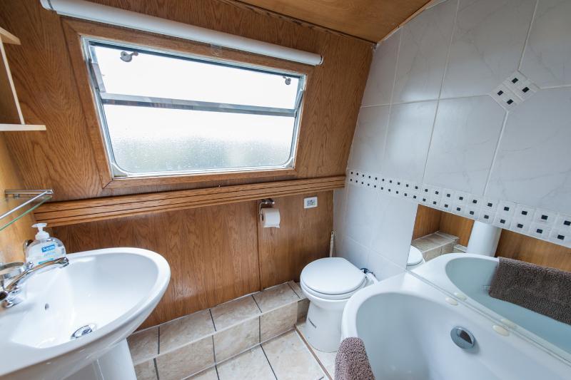 Sceal Eile UPDATED 2020: 1 Bedroom Houseboat in Dublin ...