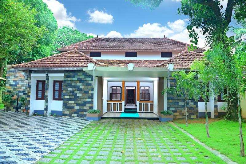 Pearl Beach Bungalow Heritage Home, holiday rental in Alappuzha