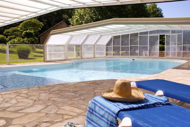 Moulin Haut Gîtes - piscine/pool, vacation rental in Saint-Geyrac