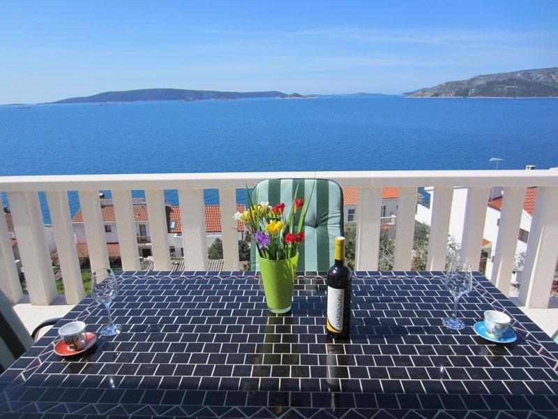 Charming ❤ apt for 2+2, 70 m to beach, sea view(Anny A2), alquiler de vacaciones en Okrug Donji
