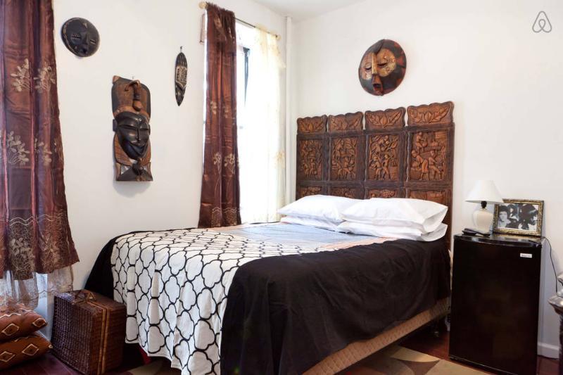 guest room with wifi, flat screen TV, Netflix, Hulu, Refrigerator
