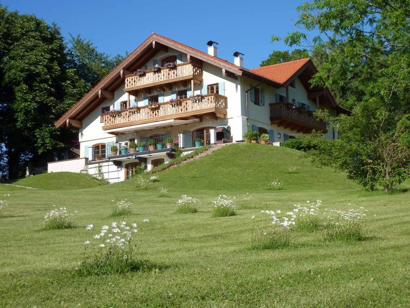 La Pause Musicale, Near Salzburg, Austria, Luxury Chalet, Sleeps 14, holiday rental in Tittmoning
