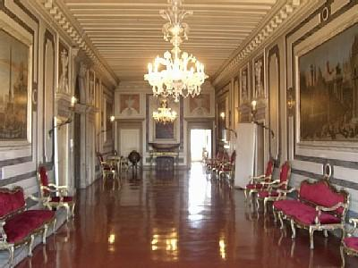 The centra hall of the palace