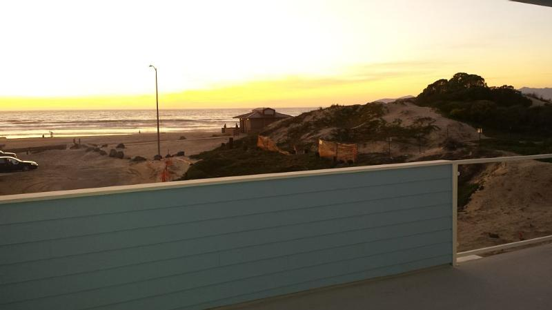 Beachfront on Pismo Beach, holiday rental in Oceano
