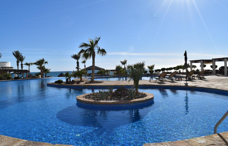 Luna Blanca Unit 902 by Kivoya, vacation rental in Puerto Penasco