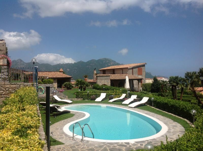 Scala Holiday Home Sleeps 10 with Pool Air Con and WiFi - 5227082, vacation rental in Pontone