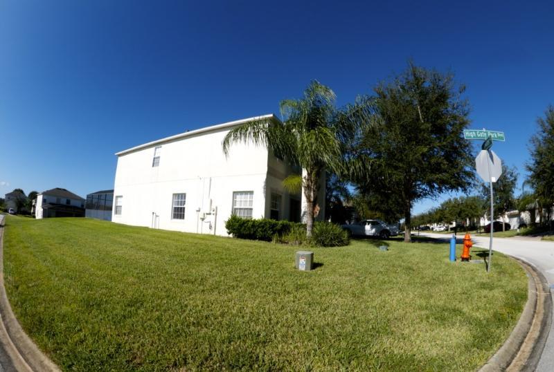 Yard,Field,Grass,Grassland,Building