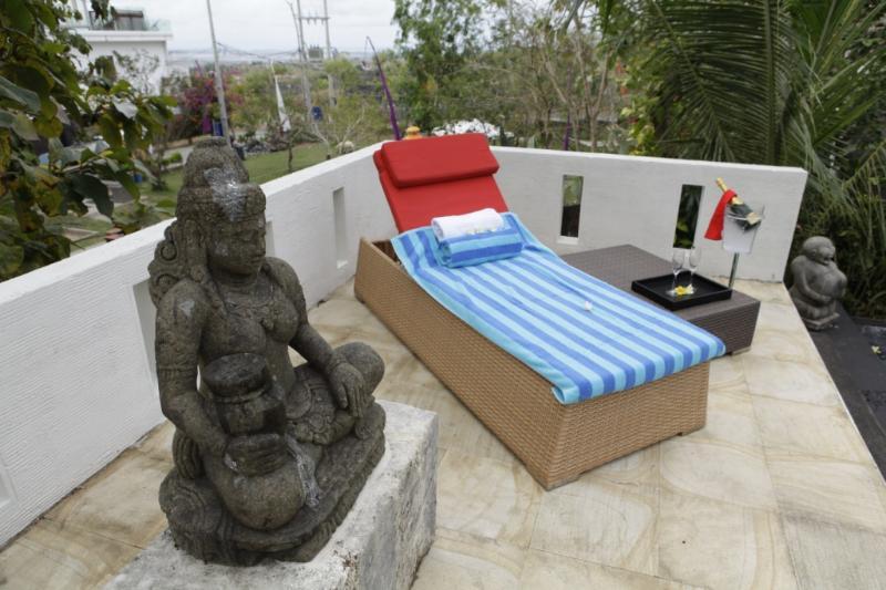pool sunchair