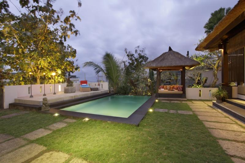 surrounding area, pool