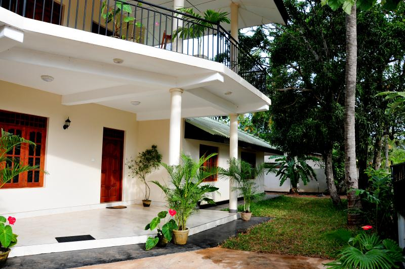 Anuradha - Apartment on Downstairs with 3 Bedrooms, alquiler de vacaciones en Anuradhapura
