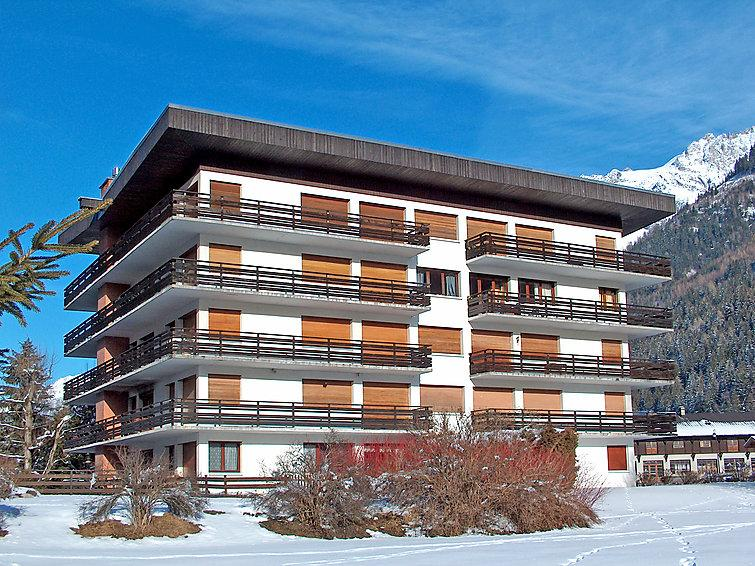 1 bedroom Apartment with WiFi and Walk to Shops - 5573603 Chalet in Chamonix