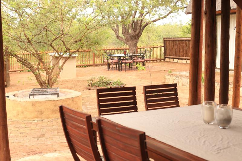 Self Catering Lodges in Hoedspruit Wildlife Estate, holiday rental in Balule Nature Reserve