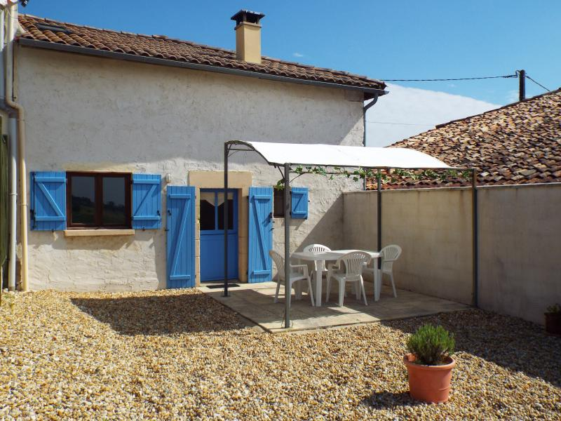 Fennel Gîte, Perfect for Couples, Heated Pool, holiday rental in Montguyon