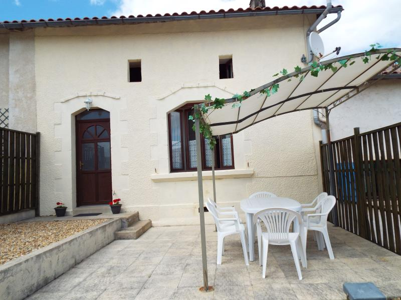 Coriander Gîte, Rural Setting, Heated Pool, holiday rental in Montguyon