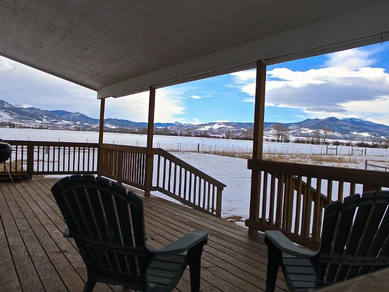Vista trasera del porche en invierno.