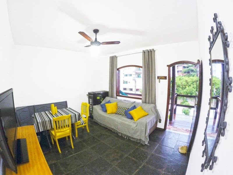 Perto da Praia Duplex BBQ Piscina Garage Wifi, vacation rental in Cabo Frio
