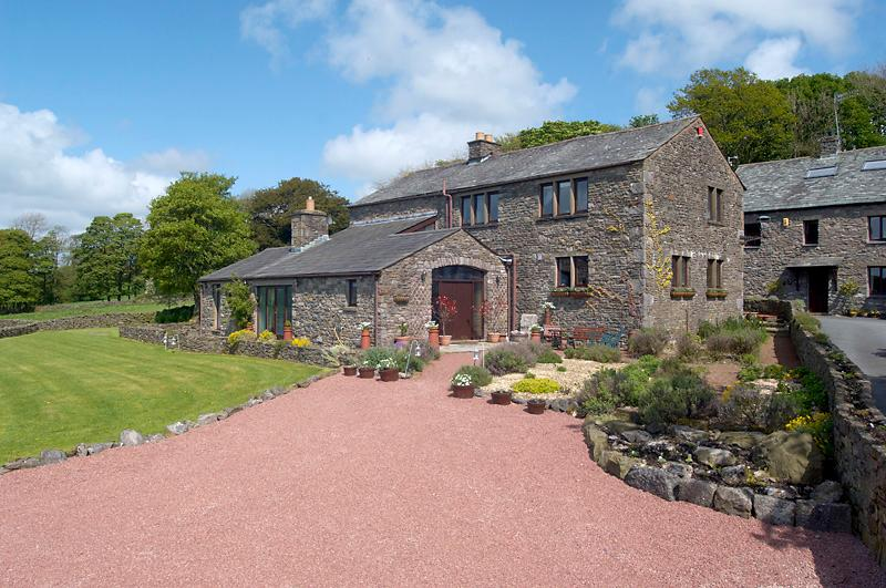 Canny Brow Barn, The Garden Rooms for up to 8 people, fabulous views – semesterbostad i Kendal