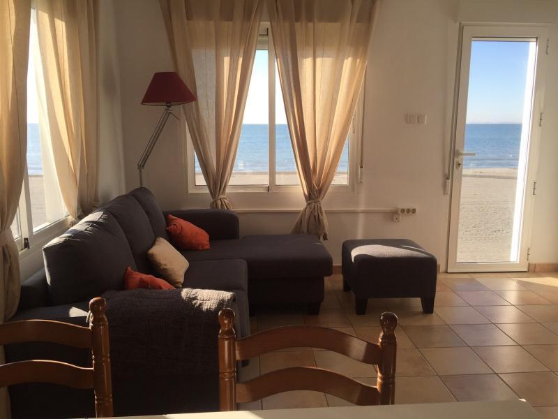 Salon con vistas a la playa