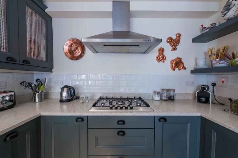 Kitchen, 5 ring hob