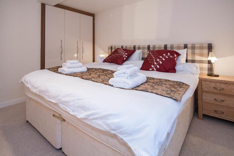 Master bedroom with zip and link beds, can be a twin room also, quality bed linen and towels