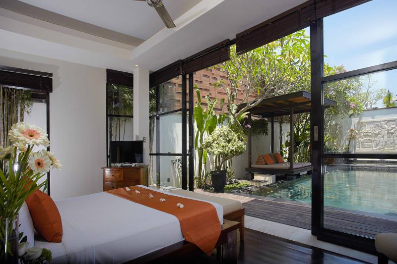 Bedroom facing to the private swimming pool