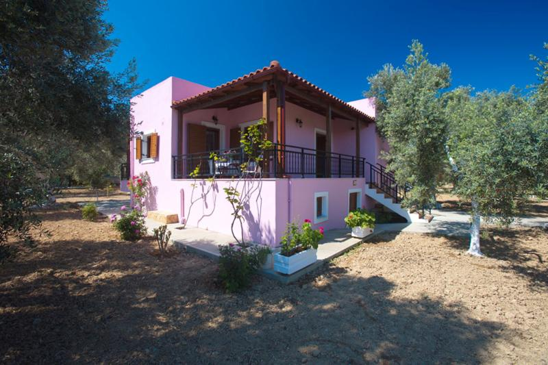 Villa Athina,holidays in Cretan nature!, vacation rental in Stavromenos Rethymnis