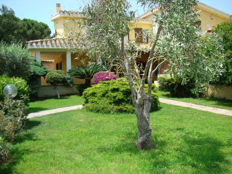 A beautiful villa for your next holidays!, location de vacances à Solanas