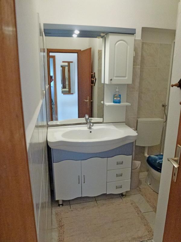 A Četvorka (4 + 2): baño con inodoro.