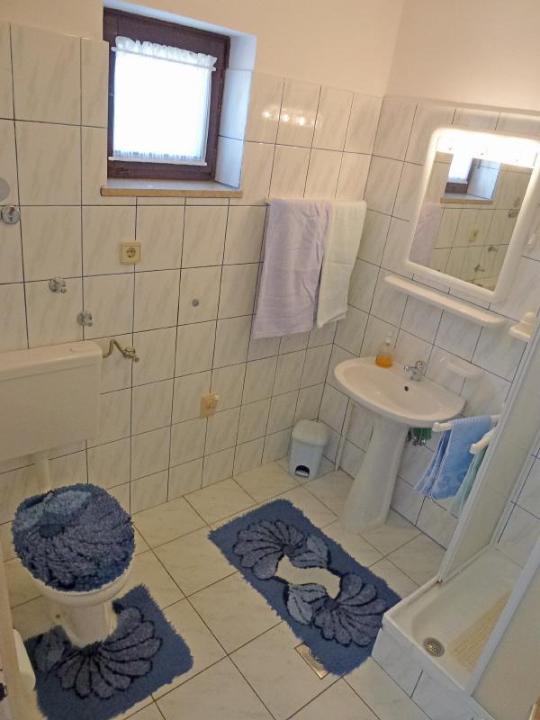 A2 (3) Smeđi: Bad mit WC