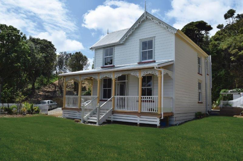 120 year old 5 bedroom Kauri villa, with a beach on both sides!  Character  plus!