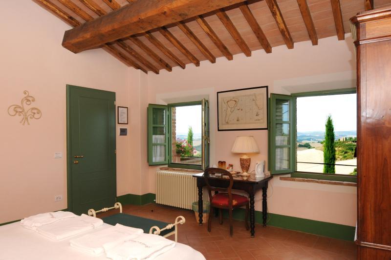ROSA - Romantica camera con piscina, vacation rental in Buonconvento