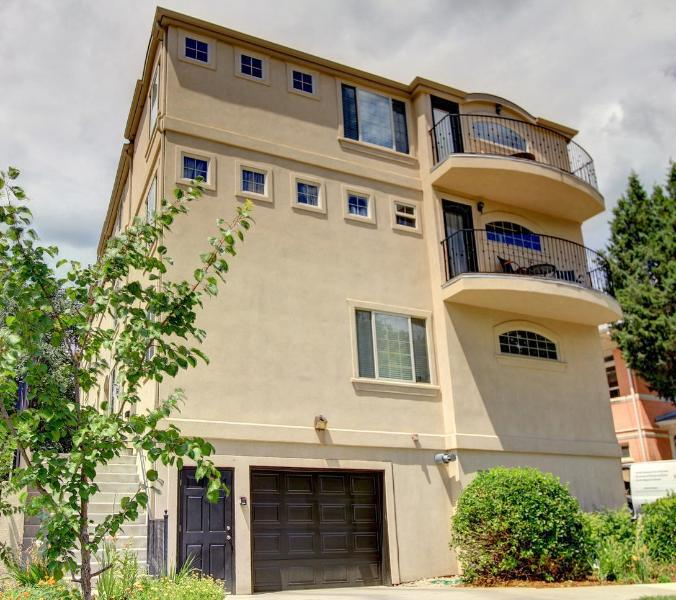 5 bedroom/5 bath located Steps to City Park!!, vacation rental in Denver